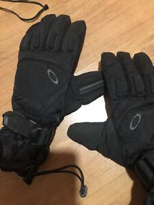 volcom feather stuffed mitts and brand new Oakleys