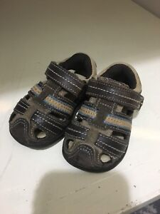 Stride Rite boys leather velcro sandals size 4