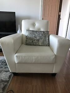 Amazing white leather lounge chair !