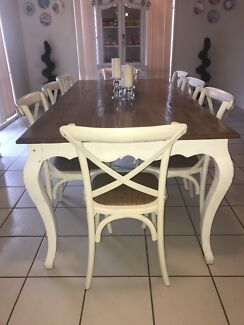 French Provincial Dining Table with x8 Chairs