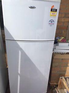 Whirlpool 410L fridge