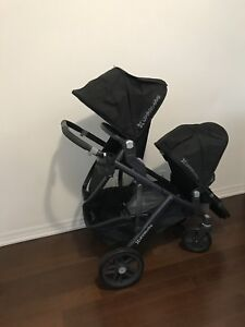 10/10 condition UPPAbaby vista double + accessories