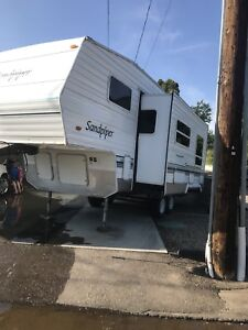 2002 Sandpiper fifth wheel with bunks!