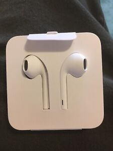 Apple earpods with lightning connecter brand new