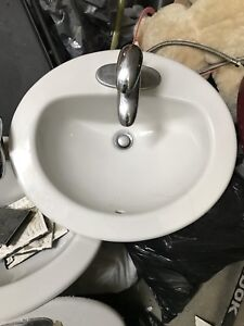 Washroom sink with tabs faucet
