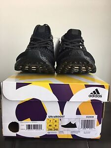 Men's UltraBOOST Triple Black Shoes Size 7 Brand New w/ Receipt