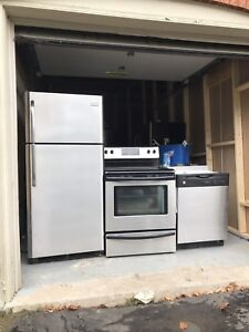 Priced to sell: Frigidaire stainless steel SET can DELIVER