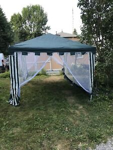 Outdoor canopy with screens