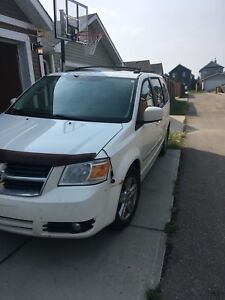 2010 Dodge Grand Caravan sxt sto and go