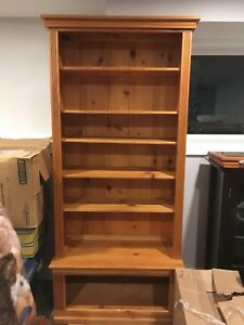 Wood bookshelf/shelving unit