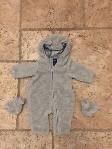 Size 0-3 Months GAP Unisex Bear Bunting Suit and Shoes