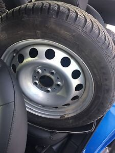 205/60 R16, 4 GOODYEAR ULTRAGRIP winter tires with rims