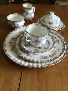 Set de vaisselle Royal albert