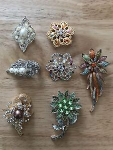 *Brand New* Scarf pins, Brooches, and Bangles
