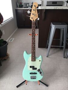 Fender Mustang PJ Shortscale Bass - Amazing Condition
