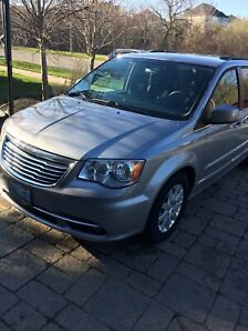 MINT CONDITION 2013 CHRYSLER TOWN AND COUNTRY VAN ONLY 92km
