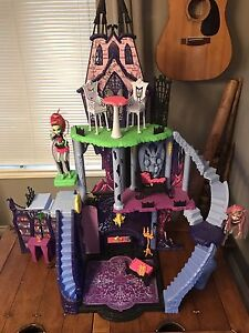 "Monster High Castle ""Freaky Fusion Catacomb"" Peterborough Peterborough Area image 1"
