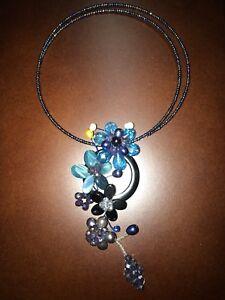 3 colliers artisanaux fait avec pierres précieuses.