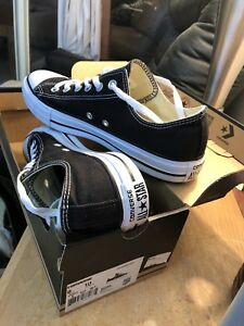 Brand new in Box Converse Chuck Taylors size 8 mens 40$