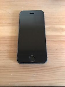 Black/Silver 16GB iPhone 5s Comes with otterbox!