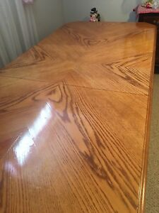 Gorgeous solid oak dining table, chairs & matching Hutch/Buffet