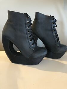 Jeffrey Campbell booties sz 39