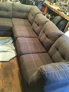 SECTIONAL COUCH LIKE NEW