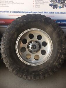 "Hilux alloy wheels 33"" tyres"