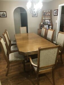 10 pce Solid oak dining room hutch and buffet 8 chairs