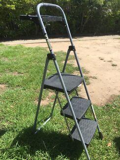Ladder step - 3 step folding w/ tray