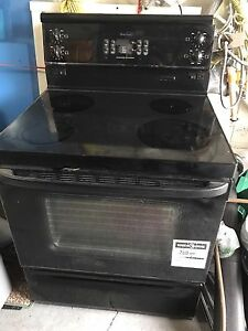 Stove Oven BeauMark in good condition cuisiniere bonne condition
