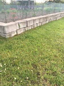 Concrete retaining landscape blocks