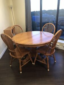 Oak Kitchen Table Set With Leaf and 6 Chairs