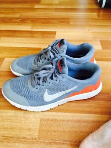 Nike  Flex Experience RN 4. Youth size 6.