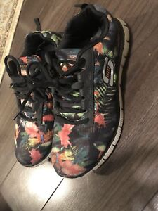 Sketchers running shoes size 7.5, 8