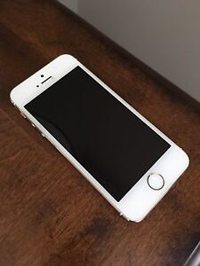 2 IPhones 5s For Sale Locked to Bell