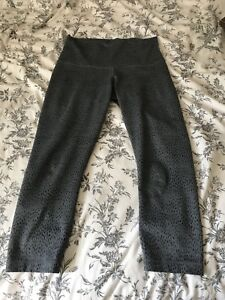 EUC Lululemon High Rise size 8