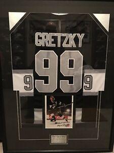 Wayne Gretzky Signed 8x10 / Framed Jersey