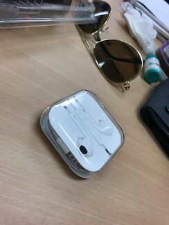 Apple Genuine earpods brand new from iphone 6s box bt last month