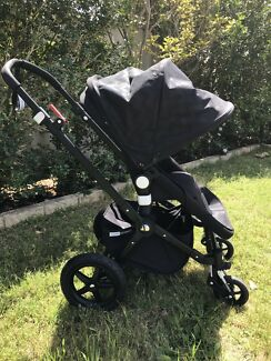 BUGABOO CAMELEON 3 PRAM with limited edition black chevron canopy
