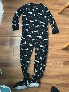 Carter's boys size 6 pjs (with feet)