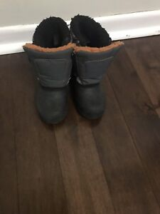 Toddler size 7 snow boots - great conditon