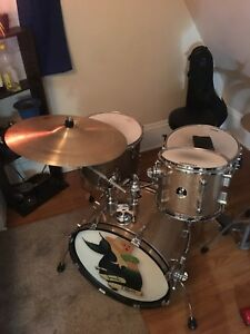 Sonor 4 Piece kit with Hardware and cymbals