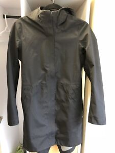 Lululemon Rain Jacket Size 4 (black)