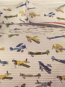 Twin reversible airplane quit coverlet set