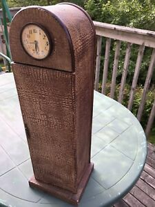 Antique looking CD holder and clock