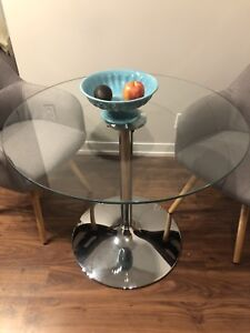 Almost new! Glass dining table w chairs