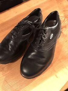 Quatre paires de soulier de golf