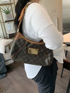 Authentic Louis Vuitton Thames gm monogram crossbody $550
