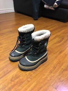 Ladies Sorels Size 6